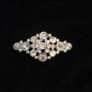 Jewelry - Vintage faux diamond brooch